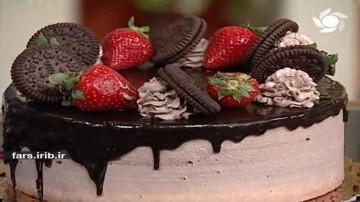 کیک تولد با روکش شکلاتی