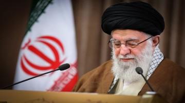 فاتحه خوانی رهبری برای شهید سلیمانی